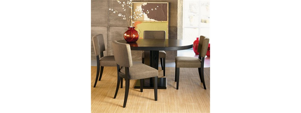 Feng-Shui-dining-room-comfortable-chairs-and-dining-table