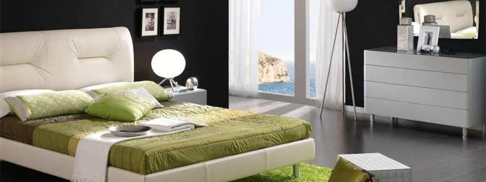 Black-and-white-bedroom-with-green-decoration